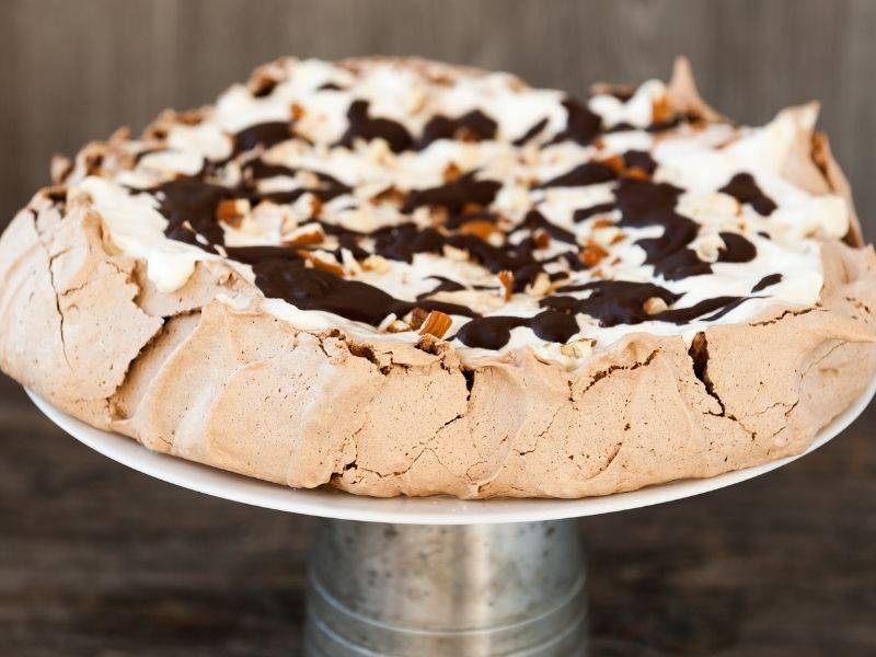 chocolate topping pavlova