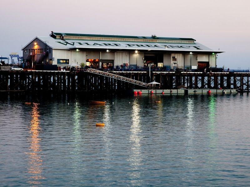 wisata keluarga di darwin - darwin wharf precint